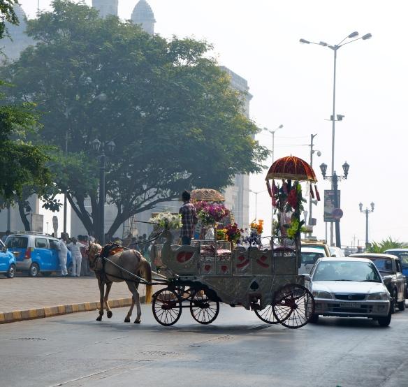 """""""Le familier et l'exceptionnel, dans leur contraste, m'entouraient de toutes parts.""""Gateway of India."""